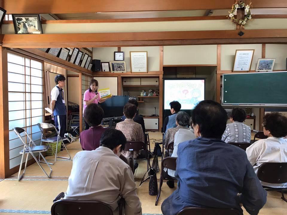 川村崇子さん(滋賀)が紙芝居スライドを使って地域のサロンで認知症のお話を♬