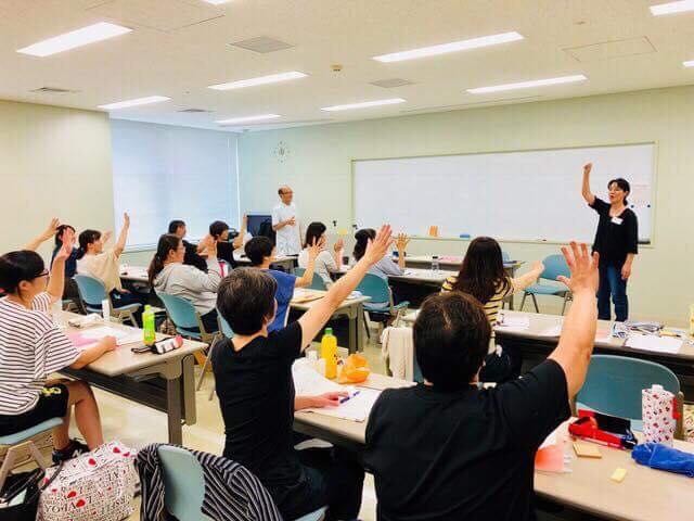 村上珠緒さん(青森)が、介護アロマセラピスト養成講座の中で、紙芝居を使って認知症のお話を♬