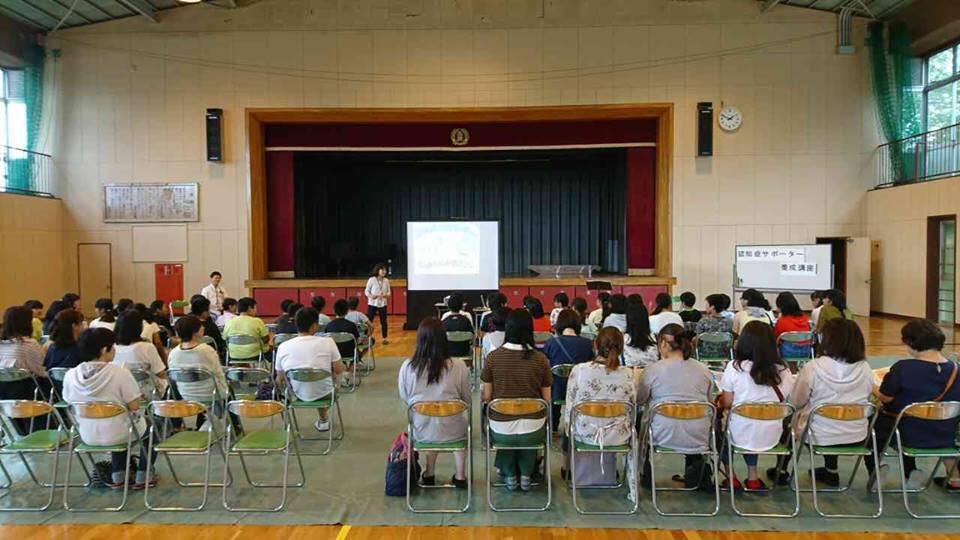 株式会社フレンド(栃木)所属のきらめき認知症シスターさんが、小学校の授業参観で紙芝居スライドを使って認知症のお話を♬