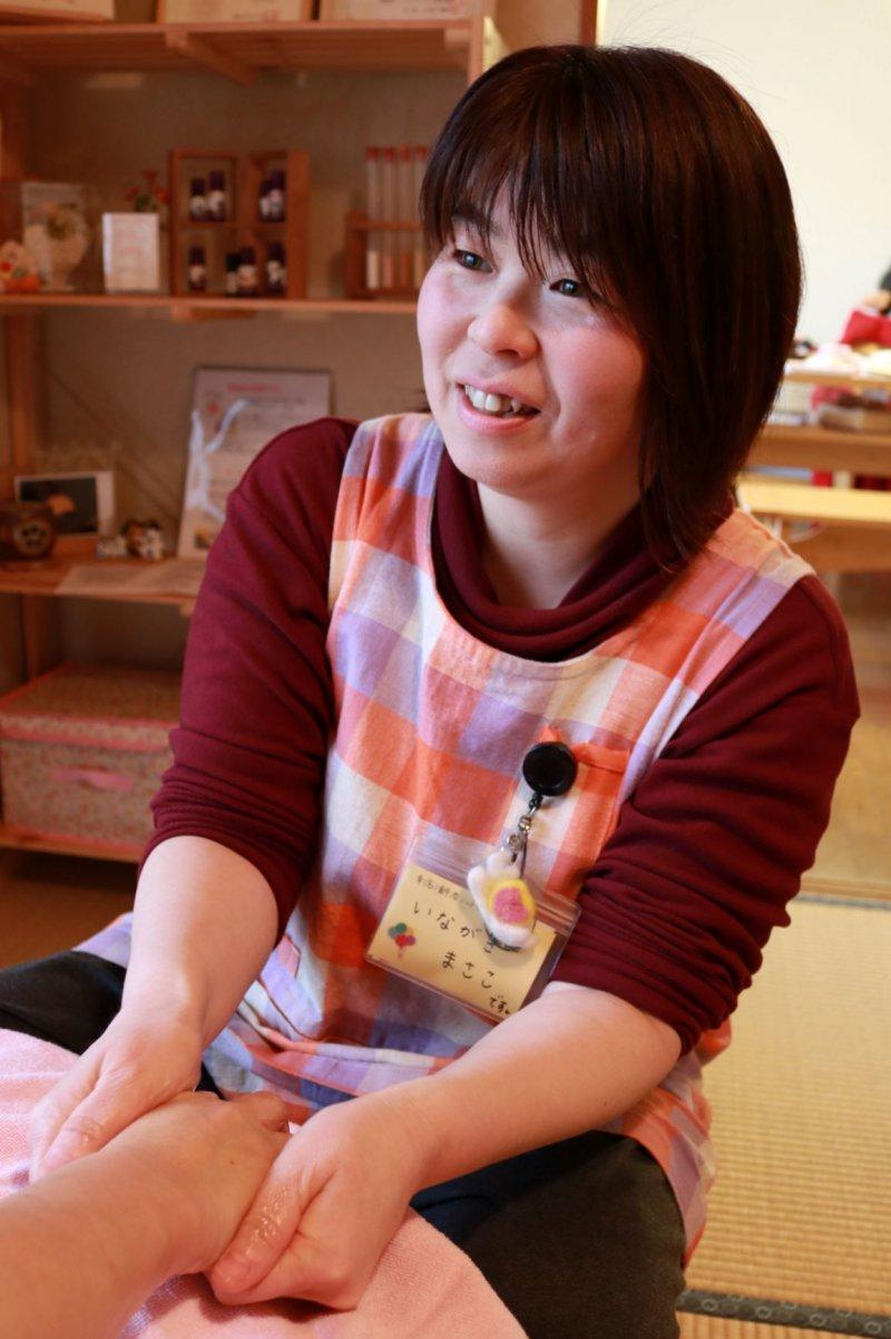 稲垣昌子さん(大分)が、地域のサロンで紙芝居を使って認知症のお話を♬