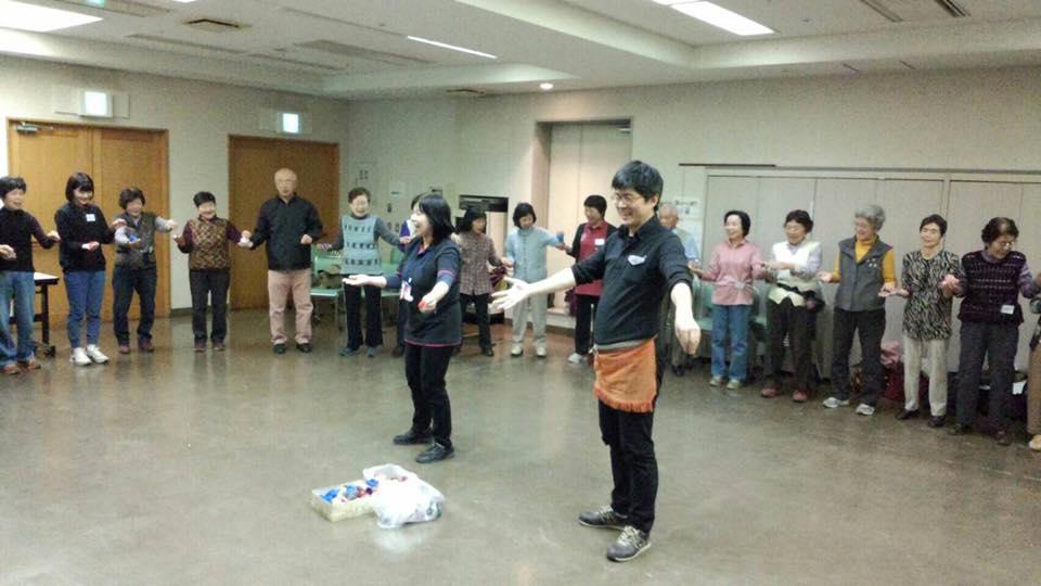 直井 誠さん(埼玉)と林 和美さん(埼玉)が高齢者サロンで認知症研修を♬