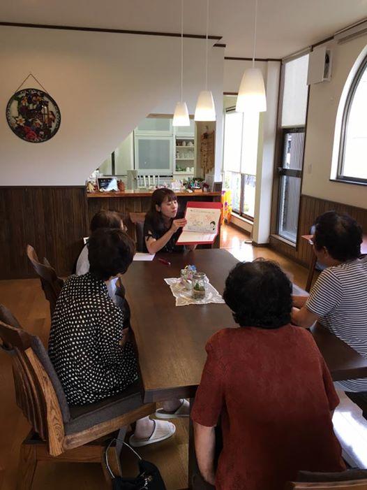 渡邊由加里さんがカフェで紙芝居ツールを使って認知症のお話を♬
