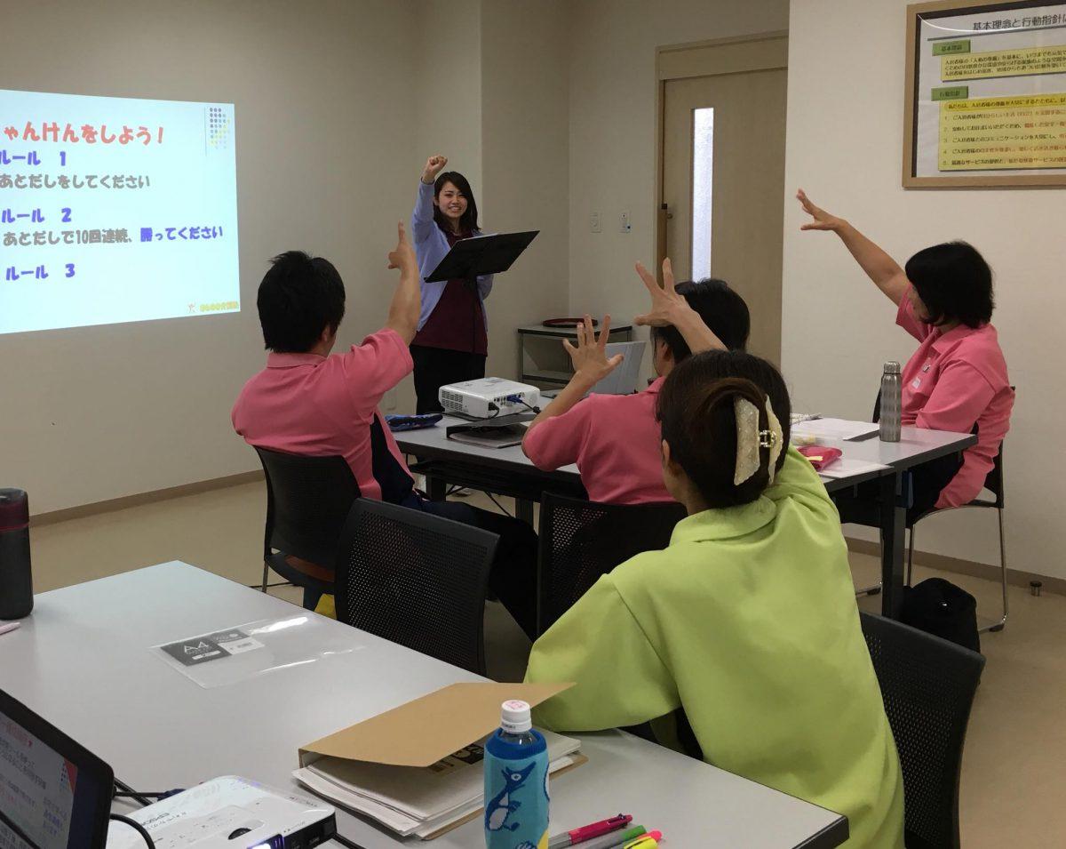 愛知県大府市【住宅型有料老人ホームさわやかの丘】様よりご依頼いただき、《認知症トレーナー養成講座 法人プラン》地域向けコースを実施しました。