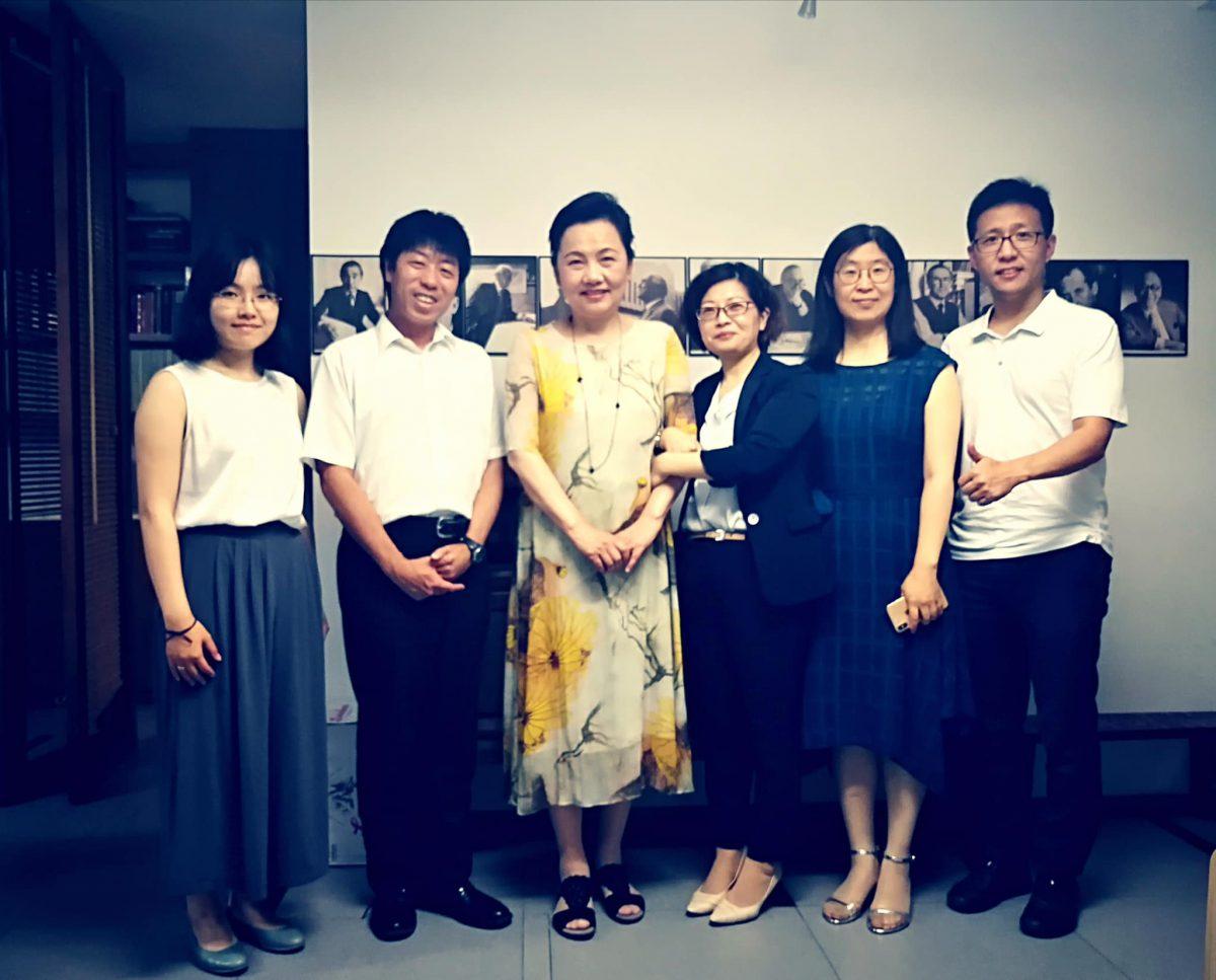 北京市内【清華大学 建築学院】の教授先生・大学院生さんに、紙芝居を使って勉強会をしました。