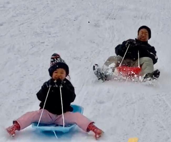 そりにスキー、雪合戦、かまくら遊び